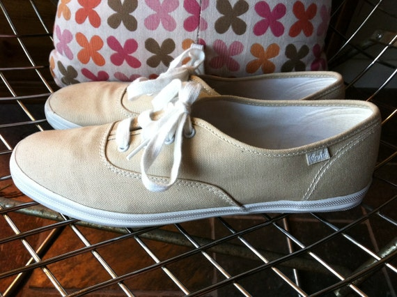 Classic cream colored lace up Keds US women's size 10