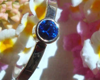 Modern Blue Sapphire Ring September Birthstone 4mm lab grown in eco-friendly recycled sterling silver tube set - Custom Made in your Size