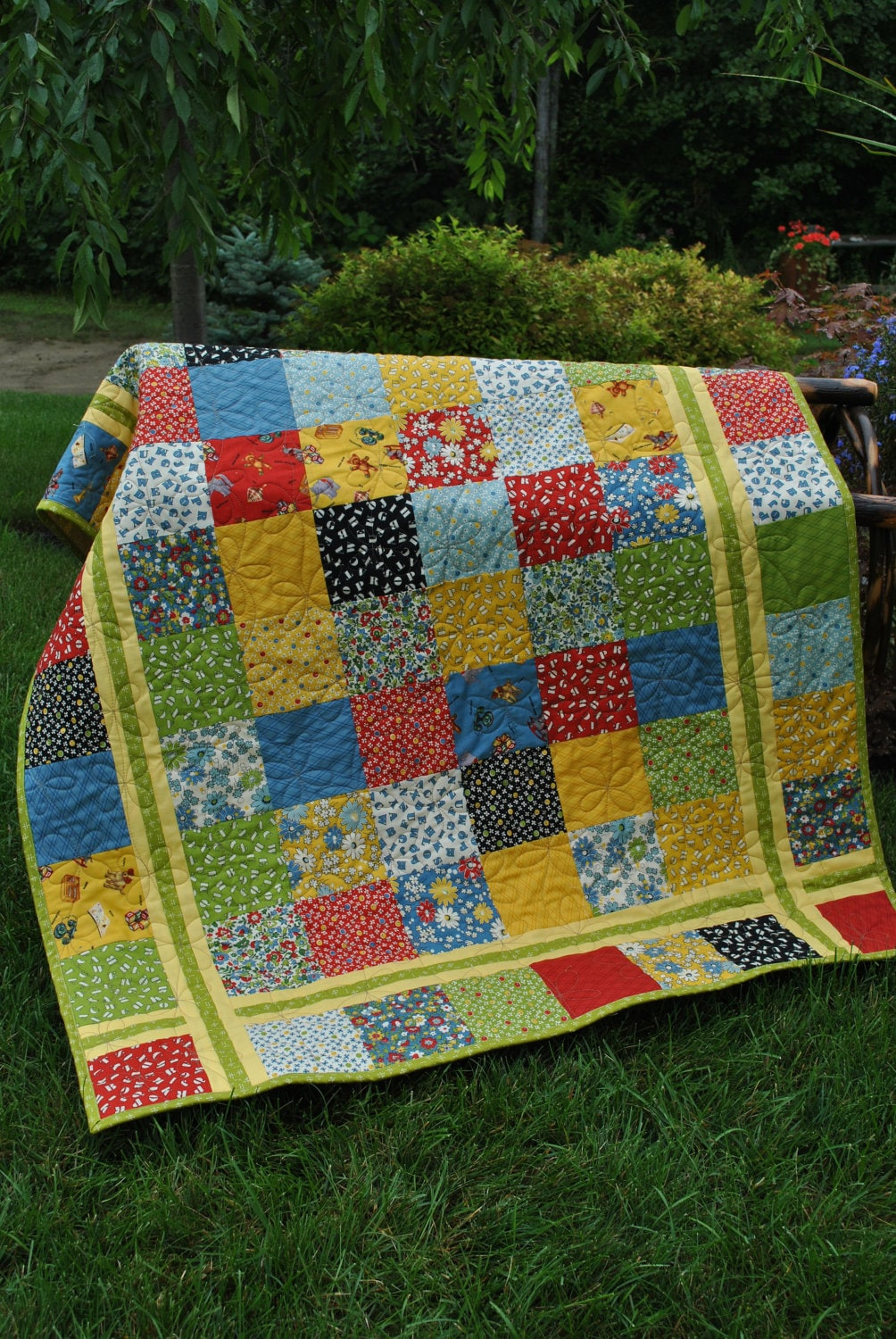 PDF Quilt Pattern.....Charm square Layer Cake or Fat Quarter