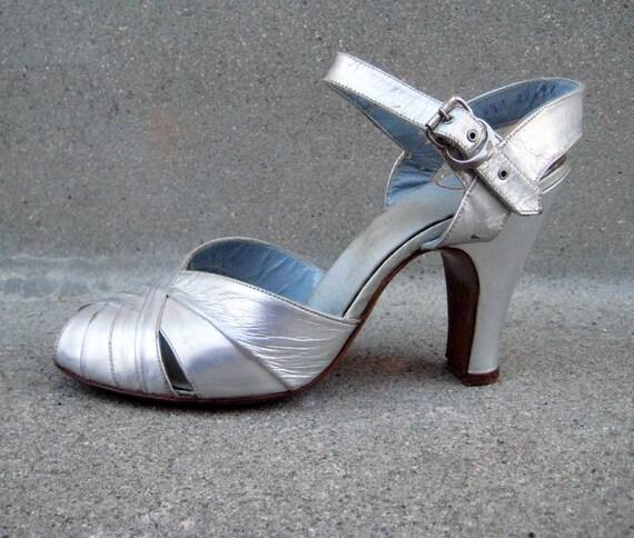 Petite Vintage 50s Poss 40s Silver Dance Shoes Size 4.5