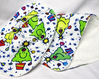Christmas - Bib and Burp Cloth Set, Baby Shower Gift, Welcome Baby Gift: Happy Christmas Trees, Green, Yellow and Red
