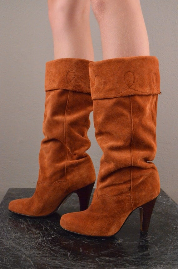 1970s orange suede boots / Vintage Bohemian boots / 70s rust colored pixie boots