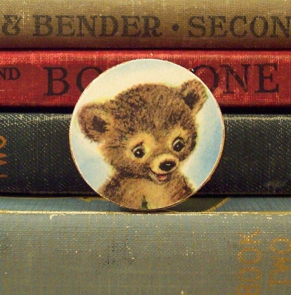 Round Wooden Brooch with Brown Bear Vintage Illustration