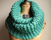 Super Snuggly chunky knit cowl  Mint. Seafoam Green.