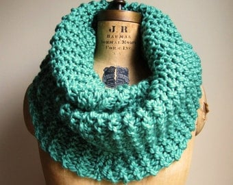 Super Snuggly chunky knit cowl  Mint. Seafoam Green.