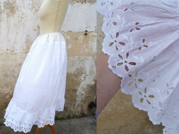 Vintage 1900 white cotton  handmade embroiderys skirt petticoat size S/M