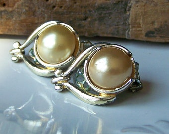 REDUCED Vintage Clip On Earrings with Faux Peals, Etsy Jewelry, Etsy Vintage, Clip Ons, 50s Earrings