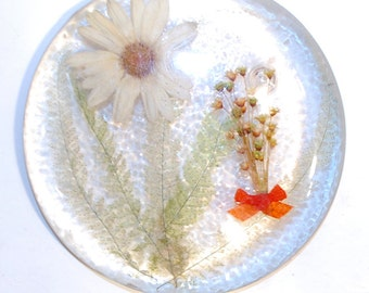 vintage lucite acrylic resin cast trivet hot plate with large daisy little dried flowers orange bow and ferns