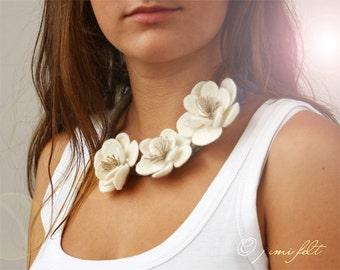Necklace Felt 'Three white flowers' felted collar - choker   - hair band - belt