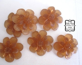 Tea Stain Topaz Resin Flowers - matte gel - Scrapbooking, Jewelry Design, Bobby Pin - set of 6 24mm