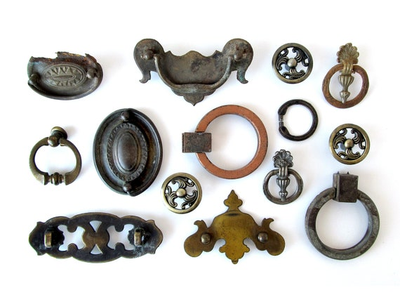 Mismatched DRAWER PULLS Hardware for Assemblage - Set of 14 Pieces