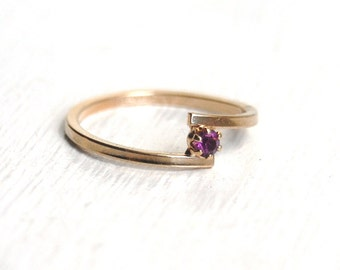 Vintage 1979 AVON Amethyst Birthstone Stackable Ring