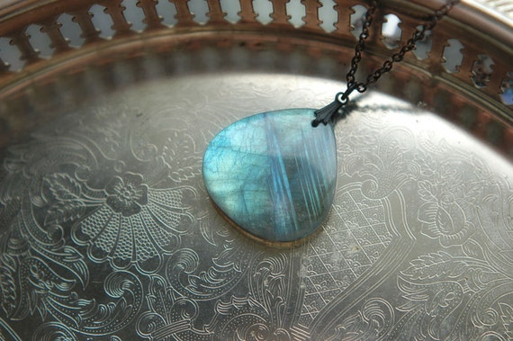 Labradorite stone necklace - Northern Winds