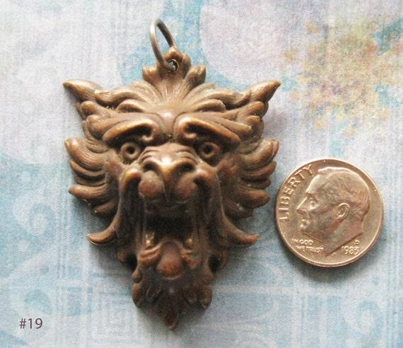 GARGOYLE ESCUTCHEON DIY Pendant Screaming Gryphon Figural Face Antique Medieval Brass Jewelry Steampunk