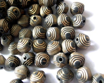 25 VINTAGE beads grey with gold color trim 8mm