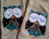 Pair of machine appliqued owl design hand or kitchen towels
