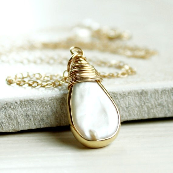 Pearl Necklace -  Gold Filled, Teardrop Necklace, Delicate Jewelrry, Wire Jewellery, Handmade,  Pearl Jewlery