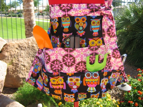 Sassy and Chic Half Apron with Owl Print, great for crafts, vendors, servers and gardening.