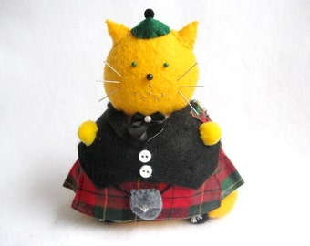 Cute Scottish Kilt Fat Cat Pincushion - Funny Scottish Cat - cute felt kitty cat collectable - Gift for animal lover - MTO