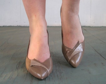 size 6.5, 1980s Taupe Brown Leather Pumps with Snakeskin Detail at Toe