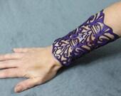 "Cuff ""Victorian"" in purple leather 5-3/4"" wrist"
