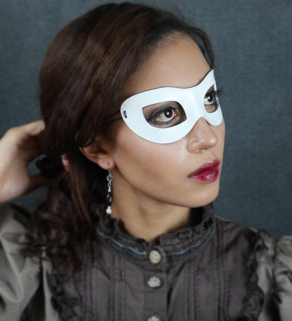 Incognito Leather mask in white size S/M