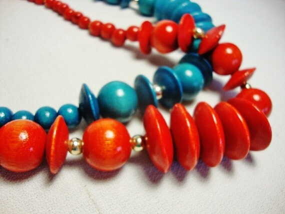 2 vintage 1980s chunky bead necklace red and blue