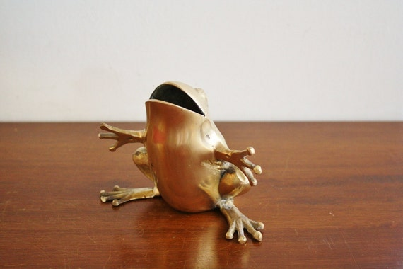 Vintage heavy brass frog