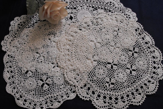 Vintage Crochet Doilies Lot of 3 White Beautiful pattern perfect condition