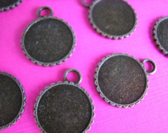 50  18mm Bezels Pendant Round Vintage Antique Brass Trays Double sided