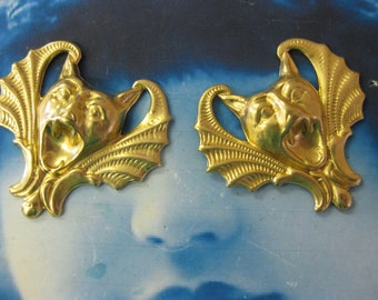 Raw Brass Screaming Bat Stamping Pendant Worthy  2134RAW x2