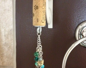 Cougar Crest Wine cork Keychain with green baubles
