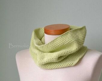 Soft green crochet cowl H826
