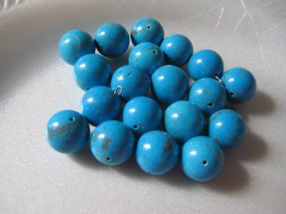 Lot of  17  15mm Turquoise Round Gemstone Beads Vintage