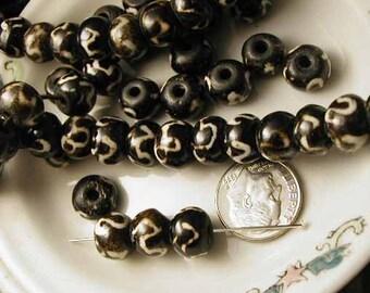 Batik Beads - Black and White Bone - 12 pcs. - BTK630