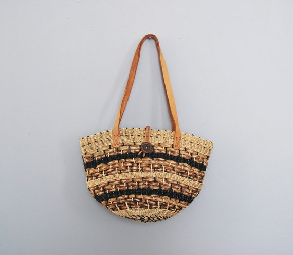 s a l e vintage STRIPED green / tan straw woven market bag