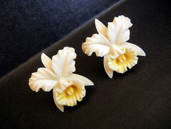 40s earrings / Vintage 1940's Hawaiian Orchids Flower Pre Ban Carved Ivory