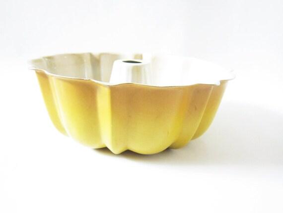 Vintage Yellow and Orange Ombre Metal Bundt Pan