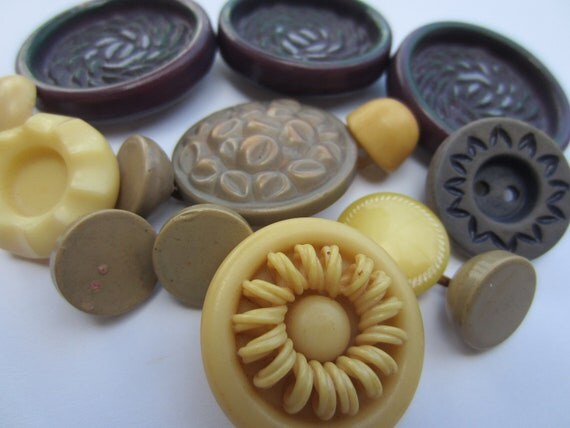 Vintage Buttons - Cottage chic mix of eggplant, taupe and tan, old and sweet - 14 total (2040)