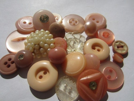 Vintage Buttons - Cottage chic mix of ballet pinks, old and sweet - 24 total (2046)