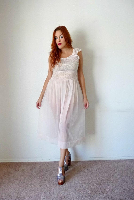 Vintage 50s Pale Pink SHEER LACE Pleated Nightgown M