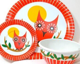 OWLS Tin Toy Tea Setting, Cup & plates, near mint, by Ohio Art Co.