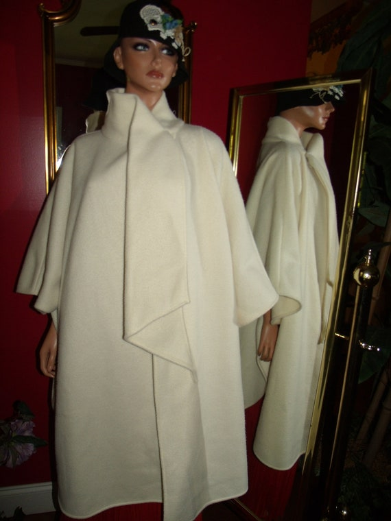 Vintage 90-91s Ivory  Fleece Boho Poncho  Flapper style Relaxed  does 20-30 style Cape