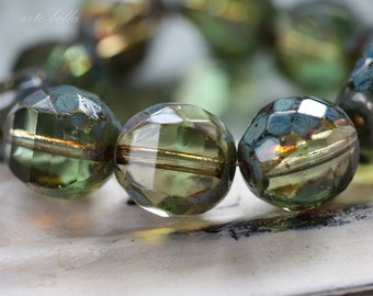 WINTERGREEN PLUMS .. 10 Picasso Czech Faceted Glass Beads 12mm (3548-10)