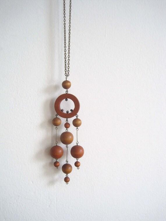 1960s necklace / wooden modernist ( AARIKKA )