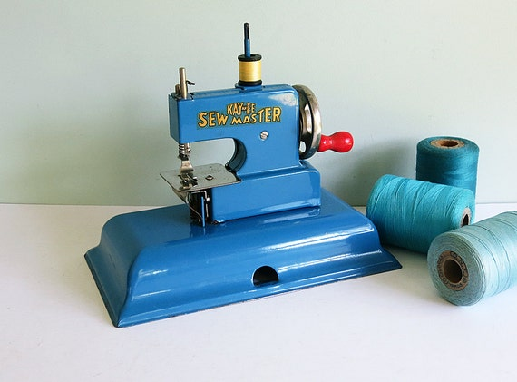 1940s KAY-an-EE Sew Master Toy Sewing Machine in Blue