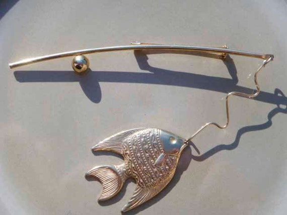 Vintage fish and pole brooch gold tone