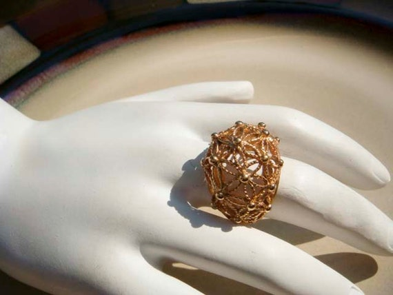 Vintage Avon gold flower design cocktail ring size 7