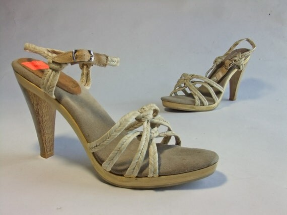 Vintage 1970s Shoes // The California Sand Straw and Wood NOS Platform Sandals Size 10