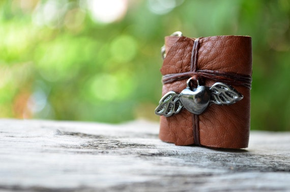 Heart flying MiniatureBook Necklace